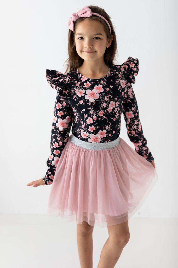Jak wybierać materiały bluzeczek dla dziewczynek?