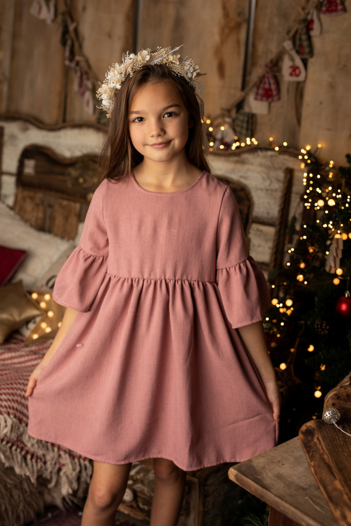Czym należy się sugerować przy wyborze sukienek wizytowych dla dziewczynek?