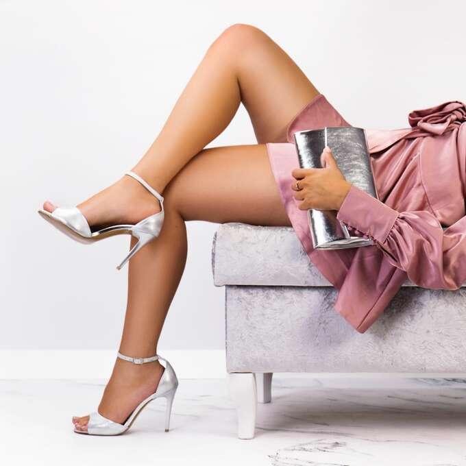 Jak wybrać wygodne i modne sandały na szpilce?