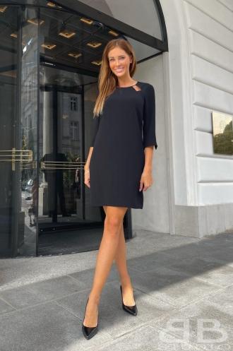 Elegancka sukienka mini – modna i kobieca
